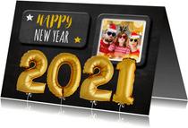 Nieuwjaarskaart krijtbord ballonnen goud
