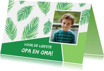 Opa- en omadagkaart met bladeren en foto