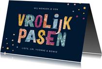Paaskaart vrolijk typografisch kleurrijk