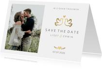 Save the Date kaart klassiek wit met gouden duifjes en foto