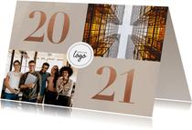 Stijlvol en zakelijk 2021 nieuwjaarskaart met foto's