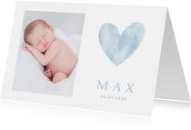 Stijlvol minimalistisch geboortekaartje met hart en foto