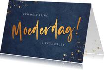 Stijlvolle donkerblauwe moederdagkaart met koperen tekst