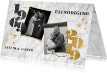 Stijlvolle jubileumkaart met jaartallen, marmer en foto's