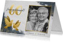 Stijlvolle jubileumkaart waterverf, gouden duiven en foto's