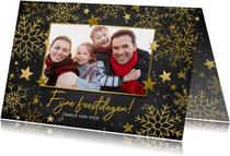 Stijlvolle kerstkaart gouden sneeuwvlokken, sterren en foto
