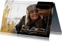 Stijlvolle kerstkaart grote foto gouden dennentak en kader