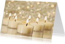 Stijlvolle kerstkaart met foto van witte kaarsjes