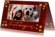 Stijlvolle kerstkaart met gouden sterren en grote foto