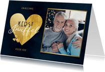 Stijlvolle kerstknuffel met gouden hart foto donkerblauw