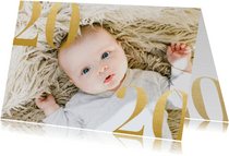 Stijlvolle nieuwjaarskaart met grote foto en gouden 2020