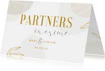 Stijlvolle partnerschap kaart met lijntekening van bladeren