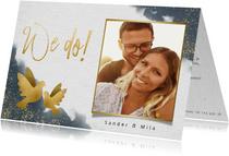 Stijlvolle trouwkaart met waterverf, duifjes en foto
