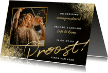 Stijlvolle uitnodiging nieuwjaarsborrel met foto en proost
