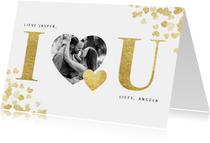 Stijlvolle valentijnskaart met gouden hartjes en typografie
