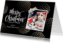 Stijlvolle vrolijke kerstkaart met foto en goud ballen