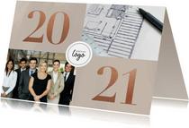 Stijlvolle zakelijke kerstkaart met fotocollage, logo & 2021