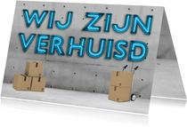 Stoere industriële verhuiskaart/housewarming met neon tekst