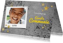 Stoere uitnodiging voor eerste communie beton en spetters