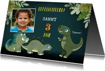 Stoere verjaardagskaart met dino's en plantjes voor jongen
