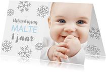 Uitnodiging 1 jaar foto jongen sneeuwvlokjes
