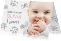 Uitnodiging 1 jaar foto meisje sneeuwvlokjes