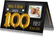 Uitnodiging 100 ballon goud op krijtbord
