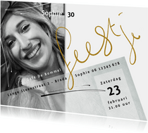 Uitnodiging 30, met goudkleurige tekst op witte achtergrond