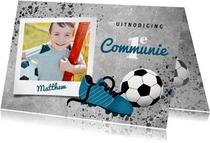 Uitnodiging eerste communie met voetbal en voetbalschoen