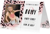 Uitnodiging kinderfeestje meisje met roze panterprint + foto