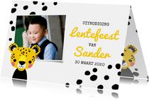Uitnodiging lentefeest met luipaard, stippen en foto