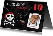 Uitnodiging piratenfeestje met schedel en foto