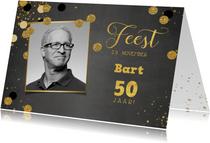 Uitnodiging stijlvolle foto kaart krijtbord met confetti