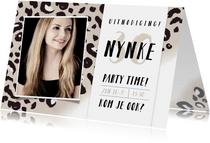 Uitnodiging verjaardag feestje met panterprint en foto
