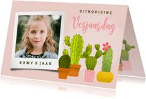 Uitnodiging voor een kinderfeestje met vrolijke cactussen