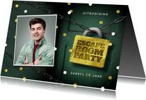 Uitnodigingskaart escape room slot foto deur confetti
