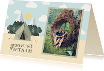 Vakantiekaart met foto en tent met bergen