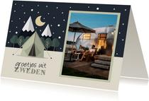 Vakantiekaart met foto en tent met sterrenhemel