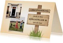 Verhuiskaart 2 foto's met wegwijzerbord en gras