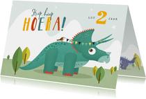 Verjaardagskaart dino triceratops vogel slinger hoera