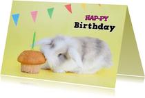 Verjaardagskaart - Hap-py Birthday - Konijntje hapt cupcake