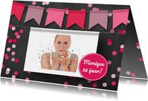 Verjaardagskaart krijtbord en hangende foto