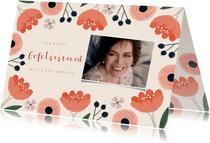 Verjaardagskaart vrouw roze bloemen kader en foto