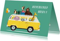 Verjaardagskaartje met een VW busje vol diertjes