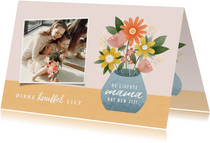 Vrolijke moederdag kaart met bosje bloemen en foto