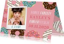 Vrolijke uitnodiging kinderfeestje met donuts en foto's