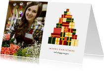 Zakelijke kerstkaart met foto en kerstboom van cadeaus