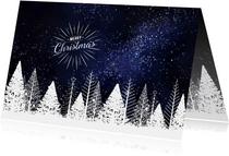 Zakelijke kerstkaart witte bomen tegen donkere sterrenhemel