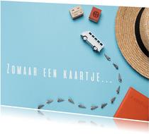 Zomaar een kaartje met een bus op blauwe achtergrond