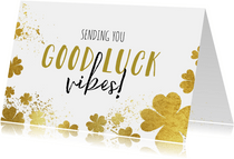 Zomaar kaart 'Good luck vibes' succes klavertjes goudlook